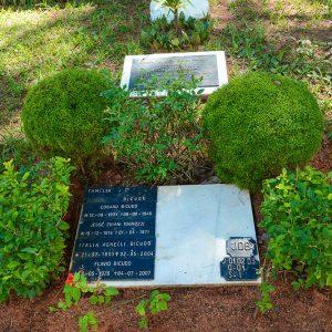 Jazigo Benemérito da Família Bicudo, fundadora do Cemitério Parque Jardim do Ypê
