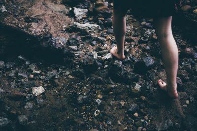 barefoot-1149848_1920