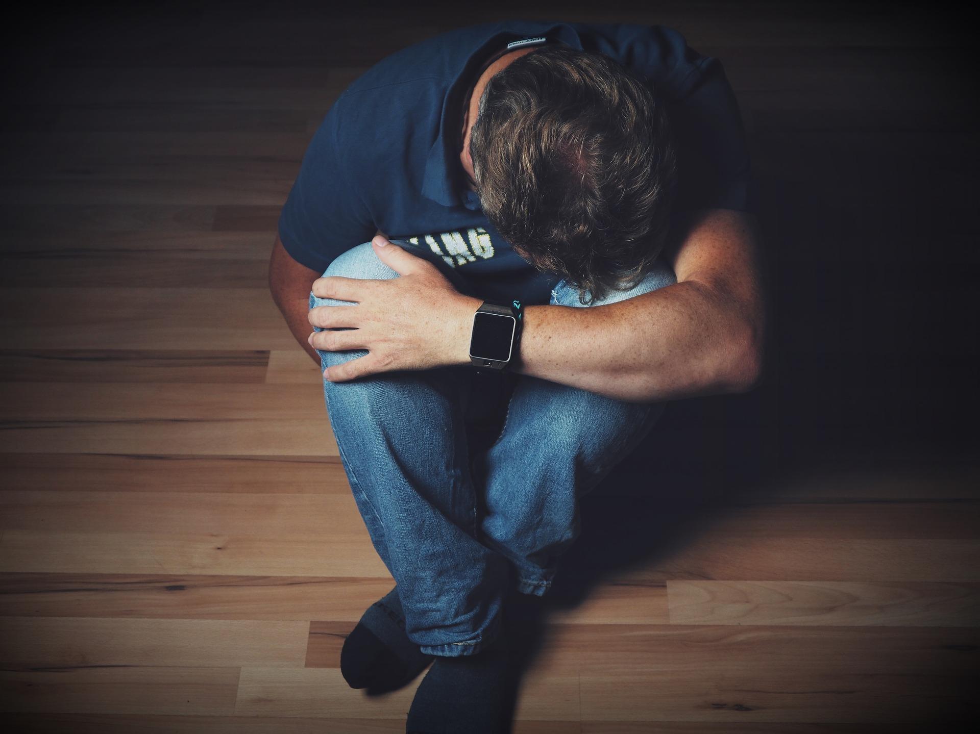 Fragilizadas, pessoas em luto correm risco de depressão e merecem cuidado