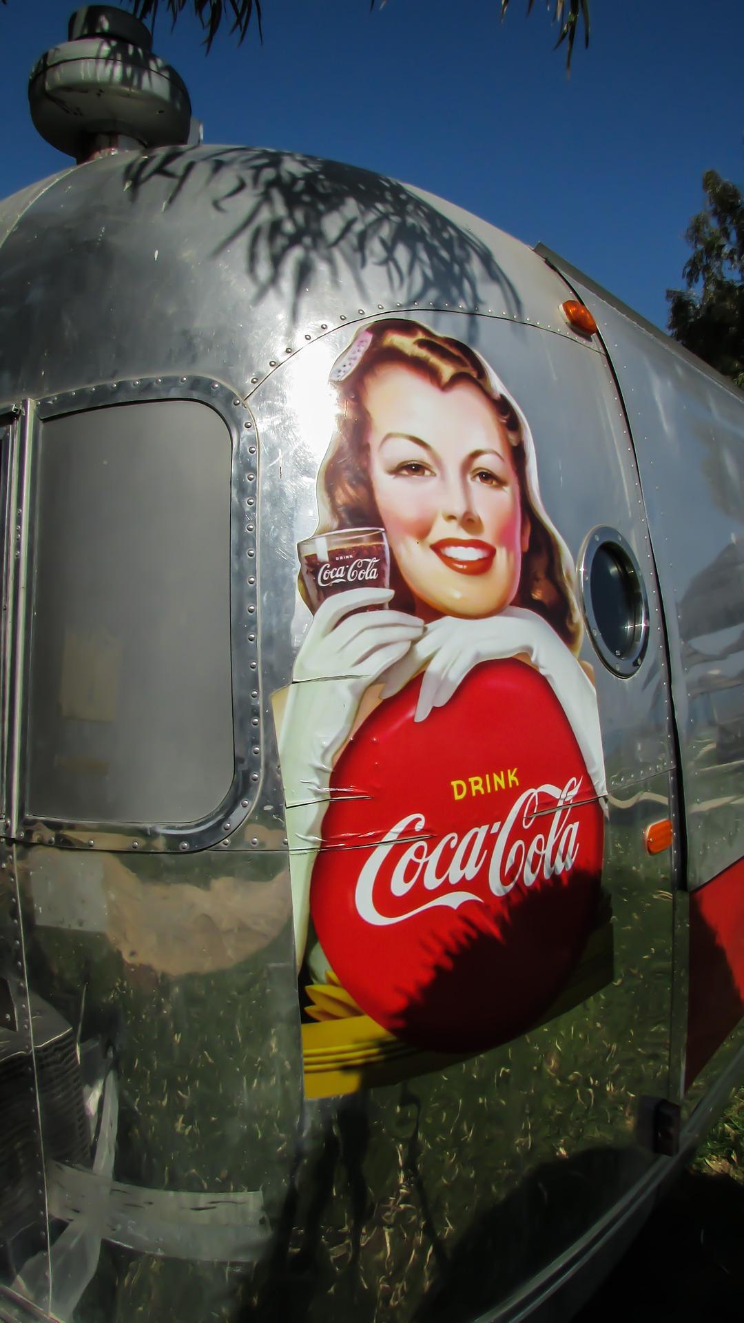 Caravana da Coca-Cola passará por Bauru com direito a caminhões iluminados e Papai Noel!