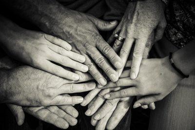 hands-4114905_1920