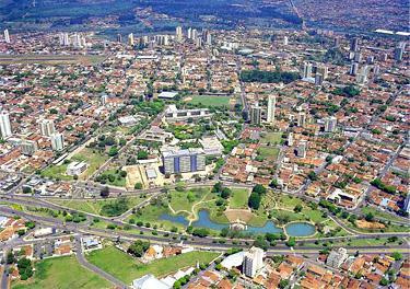 Figura-01-Vista-Geral-da-cidade-de-Bauru-tendo-em-primeiro-plano-o-Anfiteatro-Vitoria