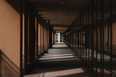 corridor-4225636_1920