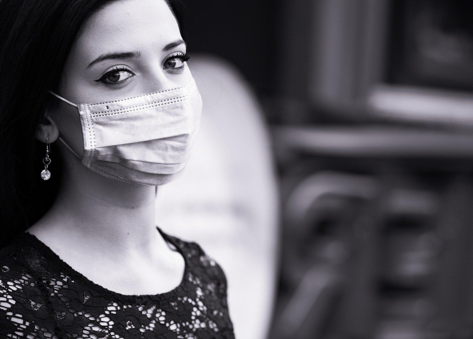 """""""O processo de luto muda a compreensão que temos sobre o mundo"""" afirma psicólogo sobre a pandemia"""
